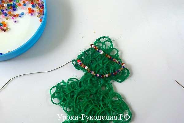декор из бисера, ёлка из ниток, рождественские праздники, мк новогодний