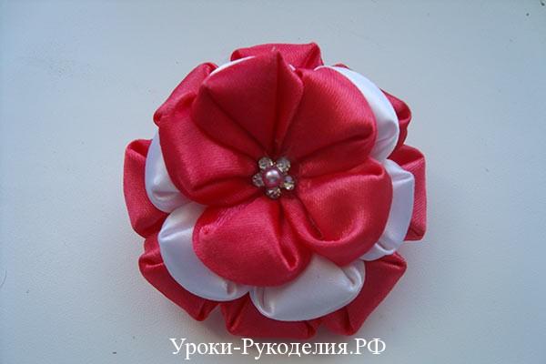 стразы, бусины для цветка, ярусный объёмный цветок канзаши, своими руками цветы из лент, атласная ленточка цветы, аксессуар на голову, цветы в волосах, мк канзаши цветы