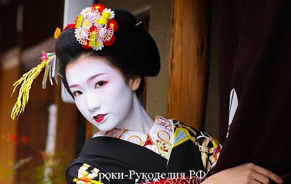 изготовление канзаши, техника канзаши, пышные цветы из лент ткани, как свернуть цветок канзаши, веер кимоно гейши, украшение гейш