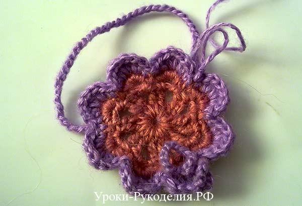 Вязанные митенки крючком, ажур из сетки и цветочный мотив