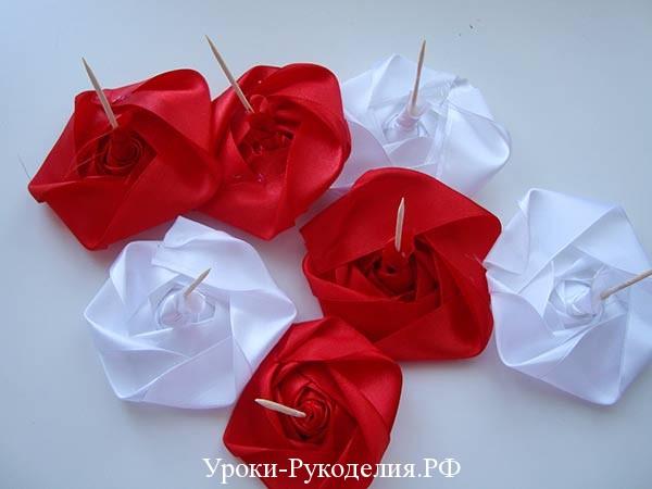 стволик ножка для розы, красные розы канзаши, свернуть розы из лент, торжественная корзина цветов