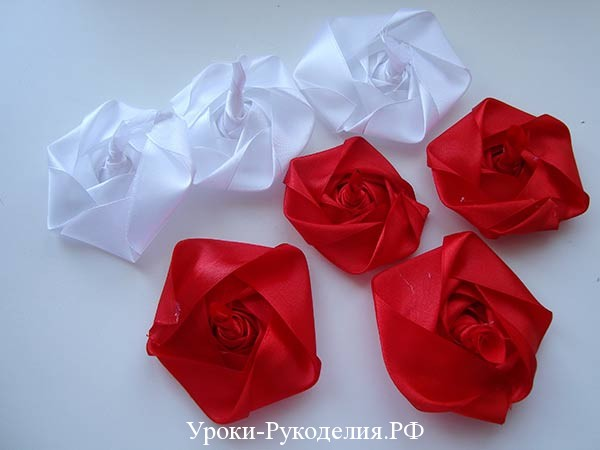 плоские розы канзаши, цветы из лент для молодожёнов, свадебное оформление