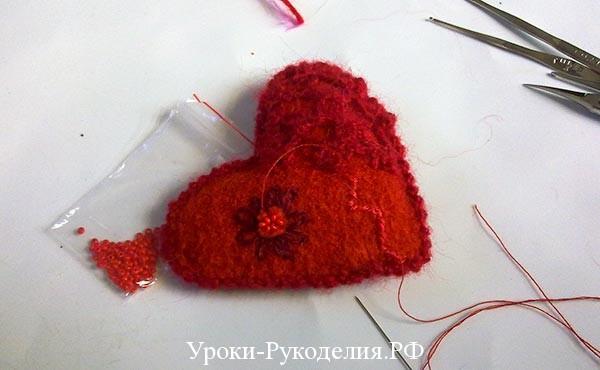 вышивка цветка, декор сердечка, день влюблённых