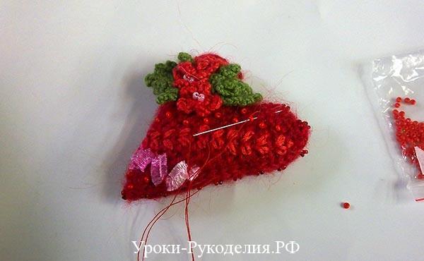 красный бисер расшить, валентинка с бисером