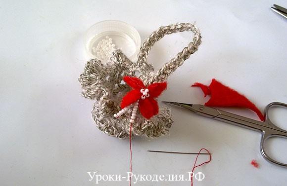 пришиваем цветок и украшаем бисером
