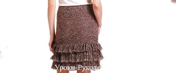 Вязаная короткая юбка с бахромой