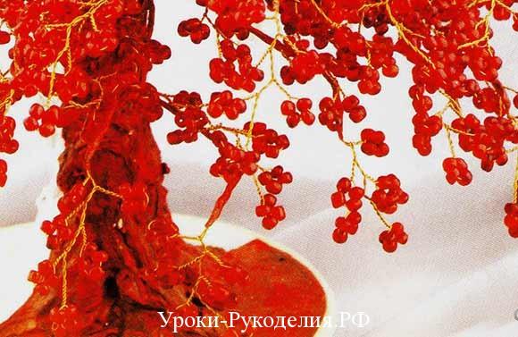 двухцветное дерево из красного и белого бисера