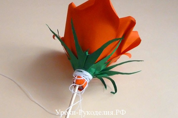 роза с конфетой своими руками