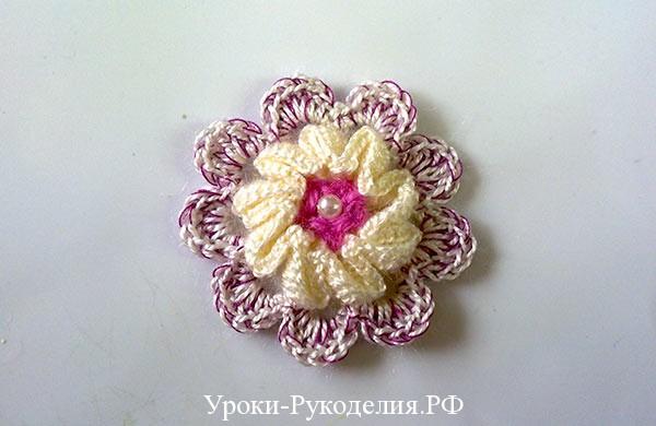 украсить платье вязаным цветком