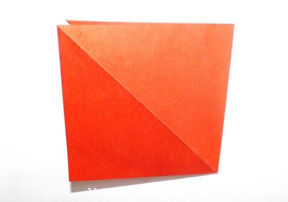 сложить пополам квадратик бумаги