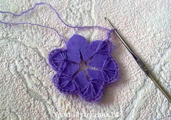 обвязать фетровый цветок