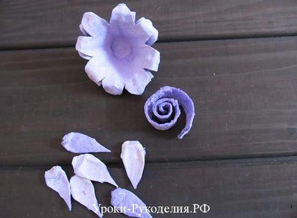 сделать цветок из яичного лотка