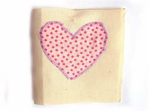 настрочить сердце на ткань