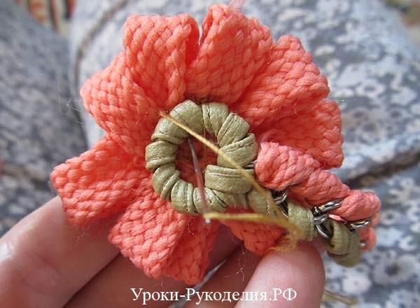 декоративный цветок из шнурка