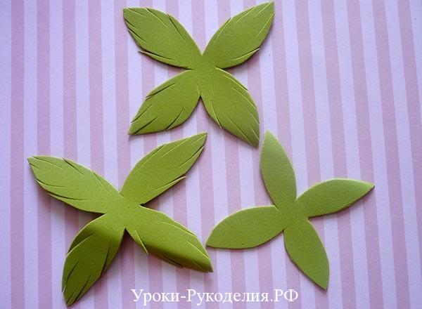 листья из зеленого фома