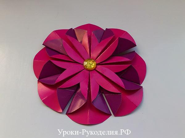страза в центр цветка