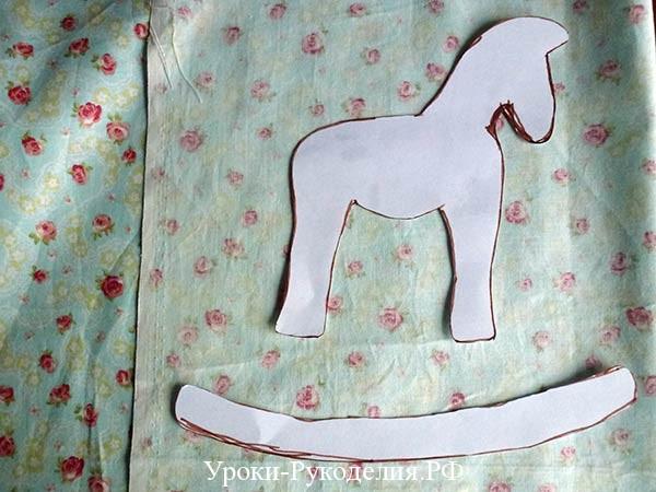 из ткани лошадь