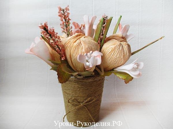 цветы из конфет в коршке