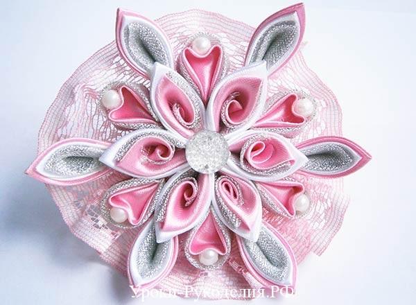 цветок канзаши на резинке