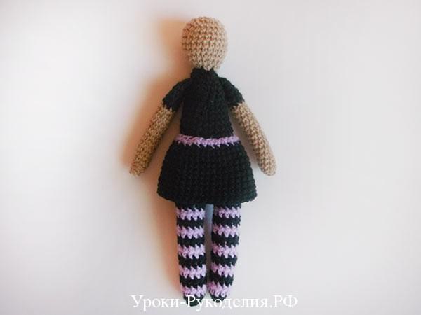пришить юбку к вязаной кукле