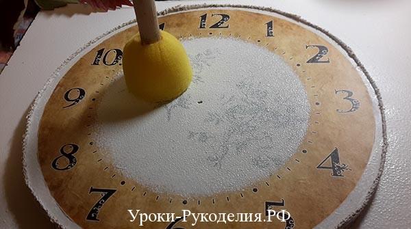 декорируется циферблат часов