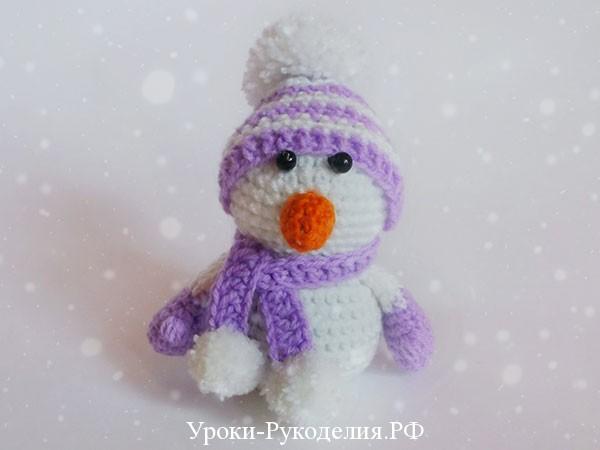 вязанный крючком снеговик
