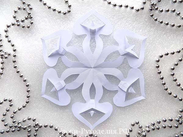 сделать ажурную снежинку из бумаги
