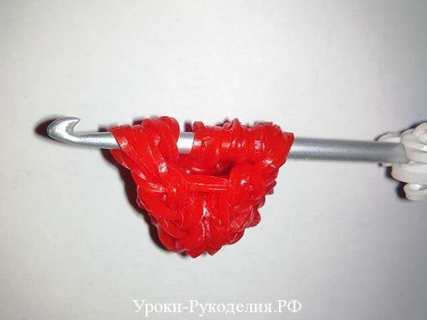 красная ягода из резинок