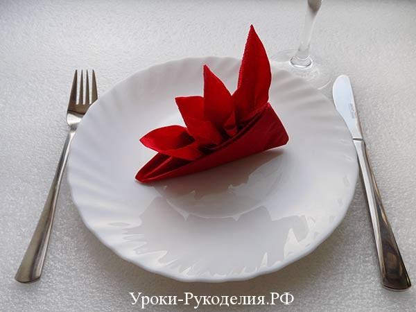 сложить цветок из салфетки