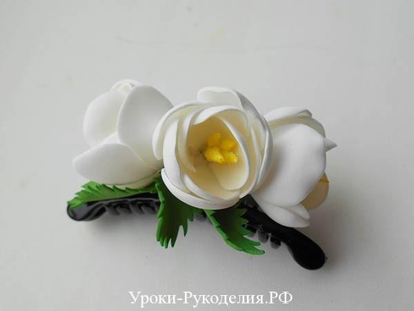 белые цветы на заколке