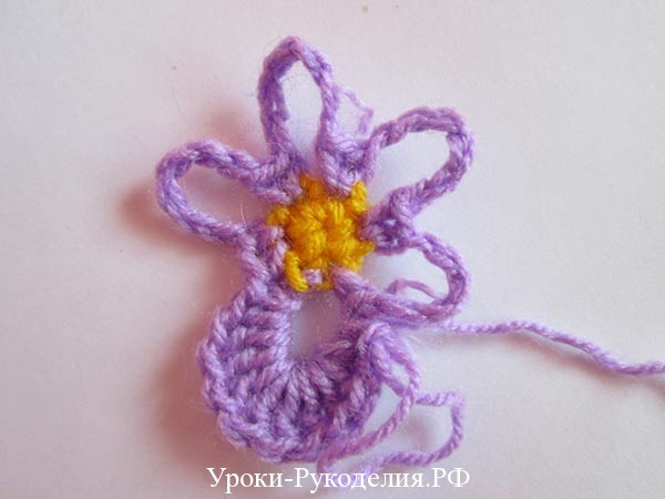 цветок вязаный виолка