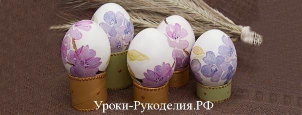 декупажим подставку под яйцо