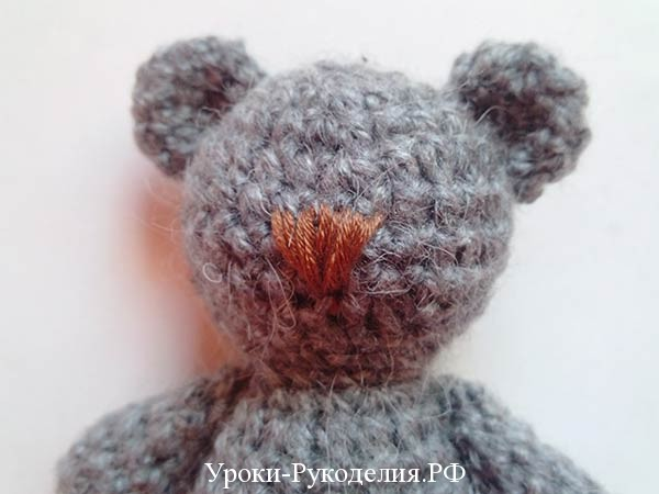 вышитый нос медведю