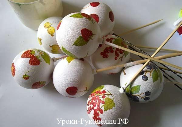 ягоды на белом фоне
