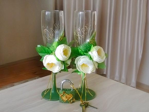 инициалы на свадебных бокалах