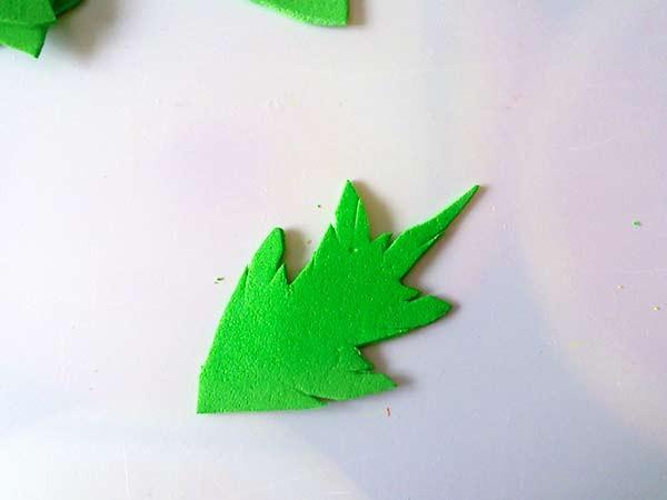 вырезанный лист ромашки