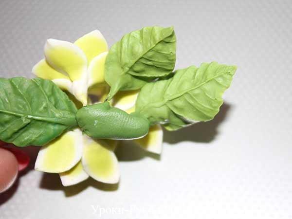 желтые лилии из полимерной глины