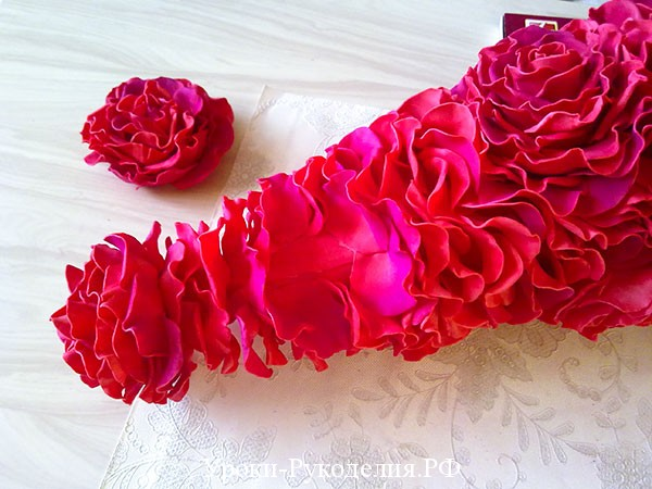 лепестки роз на елочку