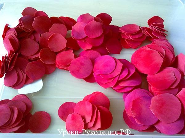 лепестки роз для елки