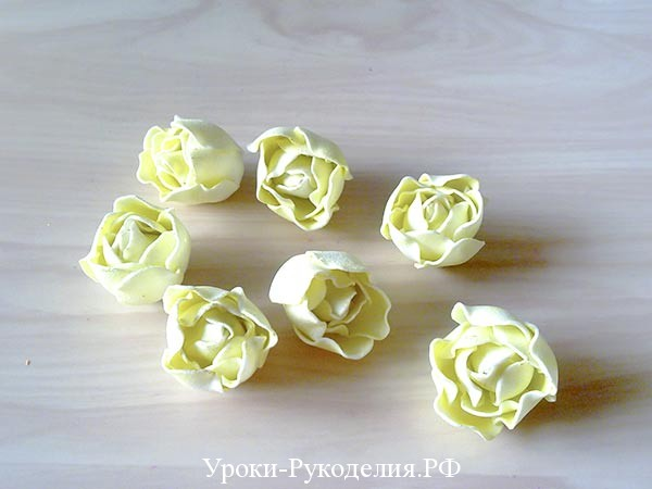 маленькие розочки из фоамирана