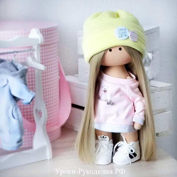 шапка на кукле