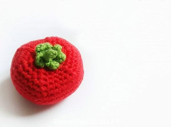 вязаный красный помидор